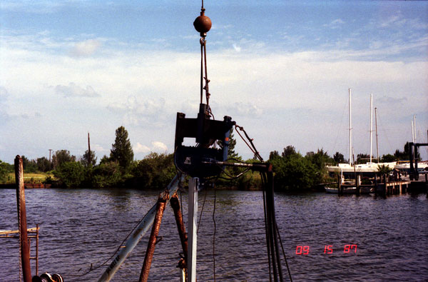 "The 400's first job, driving aluminium sheet piling for a marine in Ft. Pierce, FL, 15 September 1987. (Note: the designation ""400"" was an attempt at an equivalent rating with medium-frequency machines. The hammer actually turned 200 in-lbs of eccentric moment 2400 RPM, for a dynamic force of 17 U.S. tons.)"