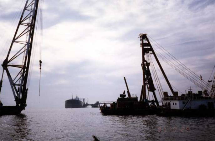Another offshore hammer moving onshore: the Korean contractor Daelim drives piles with a Vulcan 560 just off of the Korean coast in October 1991.