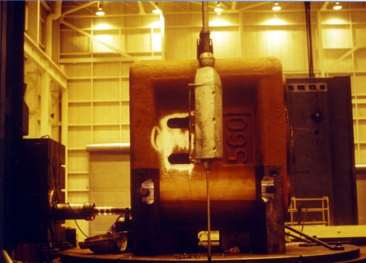 The ram of the 560 being machined. Compare this to the lathe work depicted on the 2 Yuan note used for this series' logo. Vulcan routinely machined large pieces, so large that it was possible in some cases for the machinist to sit on top of the piece being machined.