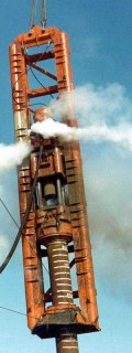 Another view of Santa Fe's Vulcan 560 at work. This wasn't the ideal way to lean the hammer, but one of the things that make Vulcan hammers popular was their ability to perform when misused or mishandled.