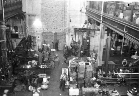 Looking back in the shop at 327 North Bell Avenue. Note the parts storage upstairs on the right. Upstairs parts storage and offices became a thing of the past when Vulcan moved to Chattanooga, although the upstairs office came back into vogue when Vulcan had its fabricating facility in West Palm Beach.