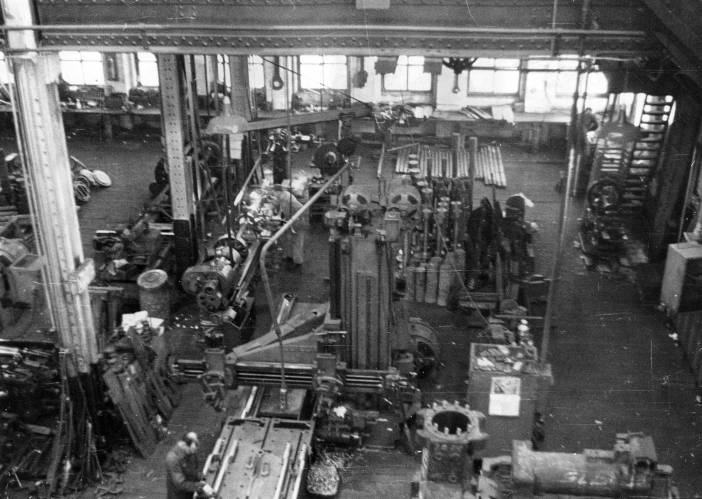 The shop floor at Vulcan's 327 North Bell Avenue facility. The machine in the front is a planer with a reciprocating table, used for ram key slots and other specialised operations. With its unique capabilities, it survived the move to Chattanooga and remained in that shop until it was closed in 1998.