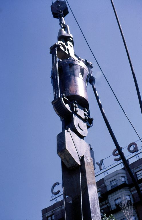 Another shot of the Nilens extractor, in this case pulling H-beams, 1964.
