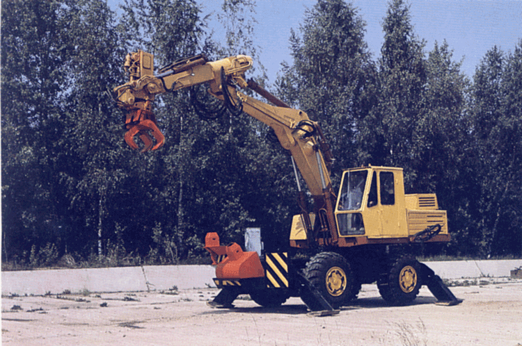 excavator-with-special-attachment