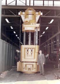 Anothe 040 ready to ship. Standing next to it is George C. Wandell, Vulcan's design engineer during the early and mid-1970's. He had worked for Raymond before that and would depart for Conmaco.